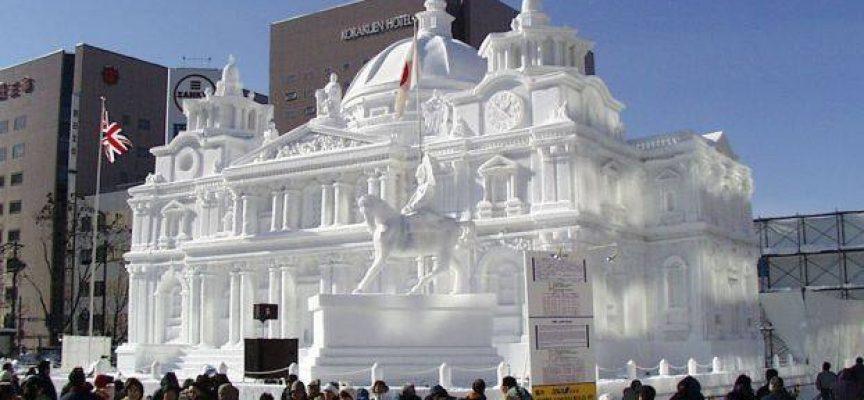 Праздник снега в Саппоро, Япония. Сотни фигур из льда  и снега .Февраль 2017 г.